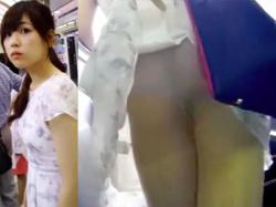 【スカート捲り盗撮動画】道を訪ね顔を隠し撮り…エスカレーターの背後を陣取りスカート捲り上げてパンモロを接写撮りwwの画像