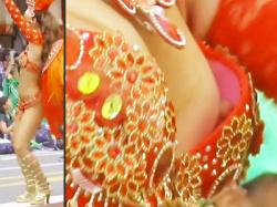 【サンバ乳首ポロリ盗撮動画】浅草サンバ2019でサンバ隊の勃起した乳首が完全に見えた瞬間をスロー再生wwの画像
