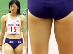 【陸上女子盗撮動画】日本陸上の女子棒高跳び予選…ハミ尻するピチピチユニフォームをドアップでエロ目線撮りwwの画像