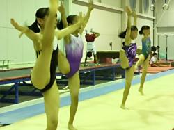【JC女子体操盗撮動画】ピチピチレオタードを着た女子たちのウォーミングアップ中を体操クラブで隠しカメラ撮りwwの画像