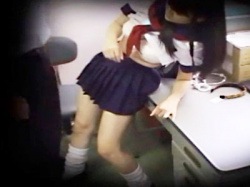 【万引きJKレイプ盗撮動画】Gメンに歯向かい万引きを一切認めないセーラー服姿の女子校生に社会の厳しさを教えるwwの画像