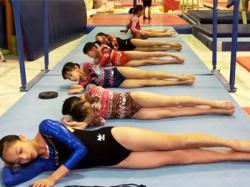 【JC女子体操盗撮動画】7人のJSとJCがピチピチレオタードを着たまま体操クラブでウォーミングアップを隠しカメラ撮りwwの画像