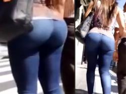 【スキニーデニム街撮り盗撮動画】デカ尻と太もものムチムチ感がそのまま伝わるピチピチジーンズを穿いた外国人を隠し撮りwwの画像