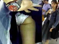 【スカート捲り盗撮動画】駅で見かけた美人女性限定…エスカレーターでミニスカ捲り上げフルバックパンツ接写撮りwwの画像