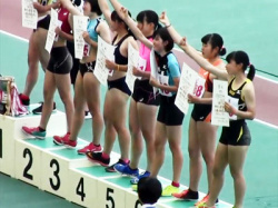 【JK陸上女子盗撮動画】新潟県高校総体陸上の『走り幅跳び』表彰式で食い込みユニフォームの女子校生を隠し撮りwwの画像