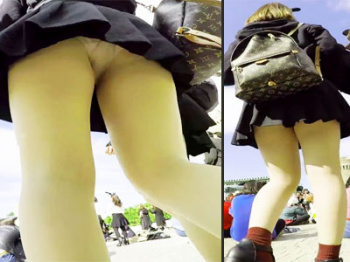 【JK逆さ撮り盗撮動画】コロナの影響で臨時休園中のディズニーランド…再開したら反動でこんなミニスカJKが溢れかえるはずwwの画像