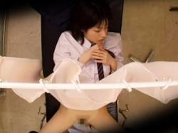 【JK産婦人科盗撮動画】生理が遅れて不安…悩みを抱える美少女の女子校生オマンコにイタズラする産婦人科医wwの画像