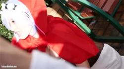 【胸チラ盗撮動画】イベントで際どい衣装を着た巨乳レイヤーさんの規格外なデカパイを隠し撮り!の画像
