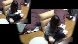 【JKオナニー盗撮動画】性欲有り余る貪欲ギャルが制服のまま自部屋でマンコ弄って淫らな姿を晒してる!の画像