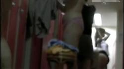 【銭湯盗撮動画】賑わってる女風呂の脱衣所で着替える素人女性の裸体や下着を隠し撮り!の画像