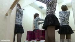 【着替え盗撮動画】バレエ研究所の更衣室の様子…細身の女性が素っ裸になってレオタードを着用!の画像