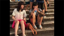 【JCパンチラ盗撮動画】私服や制服で完全にリラックスしてる所を狙われた幼すぎるロリ少女たち!の画像