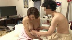 【熟女セックス盗撮動画】40代デリヘル嬢を自宅に呼んで媚薬を使用…メロメロにさせて性行為して生中出し!の画像