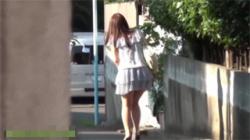【野外放尿盗撮動画】急激な尿意に襲われて野ションする女性たち…周りを確認して勢いよくオシッコ開始!の画像