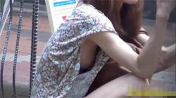 【乳首ポロリ盗撮動画】綺麗なお姉さんの胸チラは好きですか?どうぞテンション上げてご覧ください!の画像