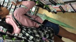 【JCぶっかけ盗撮動画】ロリータ娘にまさかのゲリラ射精!いきなり衣服にザーメンをぶっかけられて唖然!の画像