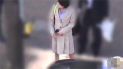 【OLトイレ盗撮動画】こんなところにカメラがあるなんて気づくわけがない!オシッコの様子をバッチリ流出されたお姉さん!の画像