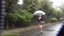 【野ション盗撮動画】尿意に勝てず野外で放尿する3人の素人女性たち…隠し撮り気付き絶望的な表情をするwwwの画像