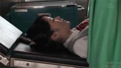 【JK産婦人科盗撮動画】診察台で医師が赤色パンツを脱がしてチンポを挿入で絶頂してる女子校生を隠し撮り!の画像