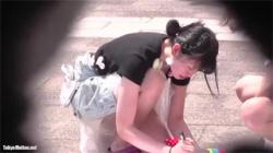 【ロリ盗撮動画】有能な撮り師さんがイベント会場に来ていた幼い女の子の胸チラとパンチラを撮影!の画像