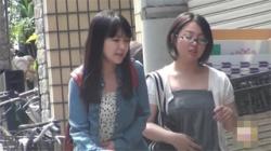 【トイレ盗撮動画】非常に珍しい女性二人でまさかのダブル放尿シーンを隠し撮りした神動画!の画像