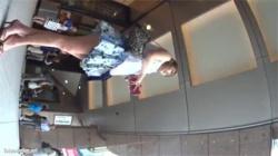 【逆さ撮り盗撮動画】ハイクラスの美人限定…素人女性の全身を舐め回す感じのアングルでミニスカ内を撮影している!の画像