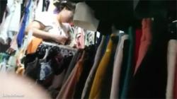 【試着室盗撮動画】このお姉さんは超癒し系!色白の肌にピンクの乳首が眩しい着替える様子を隠し撮り!の画像