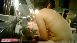 【洗い場盗撮動画】スーパー銭湯の女風呂で頭や体を洗う素人娘たちのオッパイを隠し撮り!の画像
