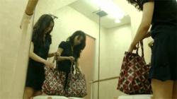 【バレエ教室盗撮動画】スリム体型の美女が美巨乳を揺らしながらレッスン着に着替えるスケベな様子を隠し撮り!の画像