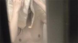 【民家風呂盗撮動画】やっぱり覗きといえば真っ裸になっているシャワー中!まんこもお乳も丸見え大奉仕!の画像