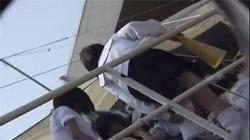 【JK透けブラ盗撮動画】陸上部の応援に来た女子校生のブラジャーを背後からこっそり隠し撮りする変態男!の画像