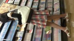 【逆さ撮り盗撮動画】古本屋で私服の黒髪JKのハート柄のおぱんちゅをゲットした…可愛いさが本当に半端ない!の画像