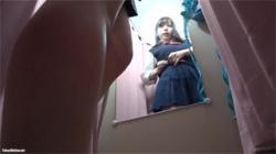 【JK着替え盗撮動画】鬼可愛い女子校生がビキニ水着を試着…制服を脱げば程良い形のオッパイだった!の画像
