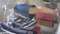 【試着室盗撮動画】アパレル店で素人娘がワンピースを試着…細身に見えたけど豊満なボディでイヤらしい!の画像