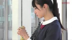 【JK痴漢盗撮動画】黒髪ポニーテールの清楚な女の子が変態男に狙われた…オマンコを弄ばれて顔面に精液を浴びせられる!の画像