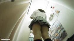 【JK試着室盗撮動画】色気先行の女子校生ギャルが下着履き替え姿を隠し撮りされエロい裸丸見え!の画像
