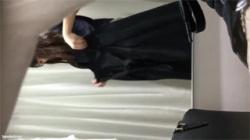 【試着室盗撮動画】純粋な女子大生が自撮りしながら着替え中…下着姿を覗いて興奮しちゃう!の画像