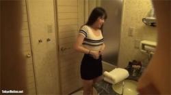【脱衣所盗撮動画】ビジネスホテルでスリム女性の着替えを覗く…下着や全裸がエッチすぎて凝視する!の画像