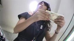 【店員逆さ撮り盗撮動画】女子アナにいそうな美人女性がターゲット…お尻に食い込むサテン生地パンツをゲット!の画像
