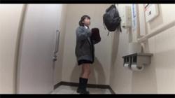 【JK着替え盗撮動画】女子校生が多目的トイレで制服から私服へ…下着姿がエッチでいいよねwwwの画像