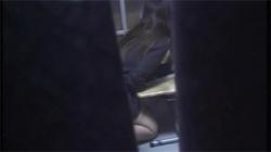 【民家オナニー盗撮動画】せっかく声を押し殺して自慰したのに隠し撮りされて流出されたお姉さん!の画像