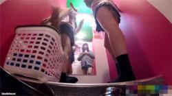 【JK試着室盗撮動画】チアガール姿に着替える女子校生二人覗きトラップへご案内!の画像