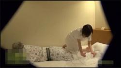 【人妻マッサージ盗撮動画】セックスレスの整体師が中年男に誘われて断れずご無沙汰に性行為した!の画像