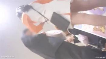 【店員パンチラ盗撮動画】しゃがんだ姿がとてつもなくセクシーアングルに良い仕事の逆さ撮り!の画像