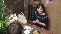 【奥様セックス盗撮動画】相席居酒屋で一人呑みしてた美人妻を口説き落として自宅でハメちゃった!の画像