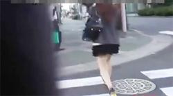【野外オシッコ盗撮動画】トイレなくて我慢出来ずに野ションしちゃったお姉さん!おしっこするはティッシュ捨てるわ…の画像