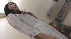 【痴漢盗撮動画】清楚な美女が電車内でオマンコを悪戯されて小刻みに痙攣…トイレでチンコをフェラチオ!の画像