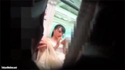 【電車逆さ撮り盗撮動画】ワンピース着たアイドル系の可愛い美少女の純白パンツを丸見えに!の画像