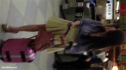 【逆さ撮り盗撮動画】ムッチリ感が大好きな人にはたまらない肉厚抜群のお尻をしたお姉さん!の画像