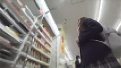 【JK痴漢盗撮動画】周囲を見渡しても誰も助けてくれない車内!泣きながら強制的にイカされた女子校生!の画像